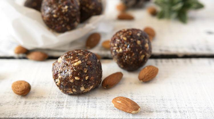Energy balls aux figues, amandes, fleur d'oranger et poudre de baobab