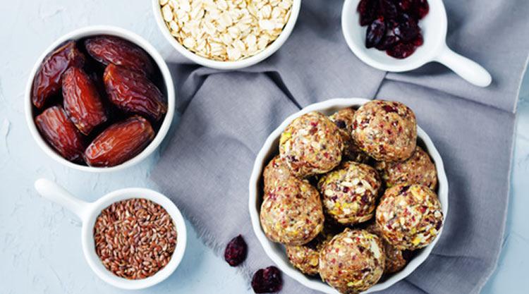 Energy balls aux dattes, amandes et cranberries