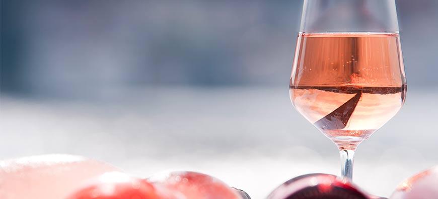 Bouteilles de vin rosé